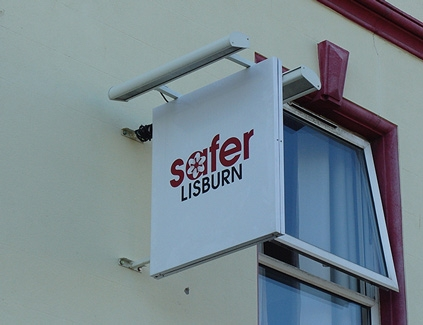 Safer-hanging-projecting